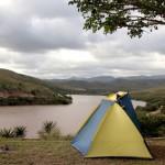 Der Artikel ist ein Erfahrungsbericht einer Campingreise durch Afrika